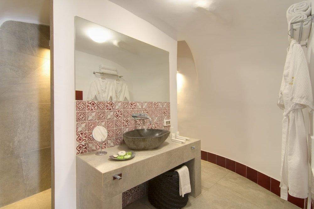 Santorini Secret Suites & Spa Image 8