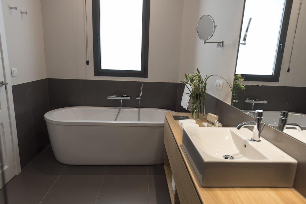 Casagrand Luxury Suites, Barcelona Image 15
