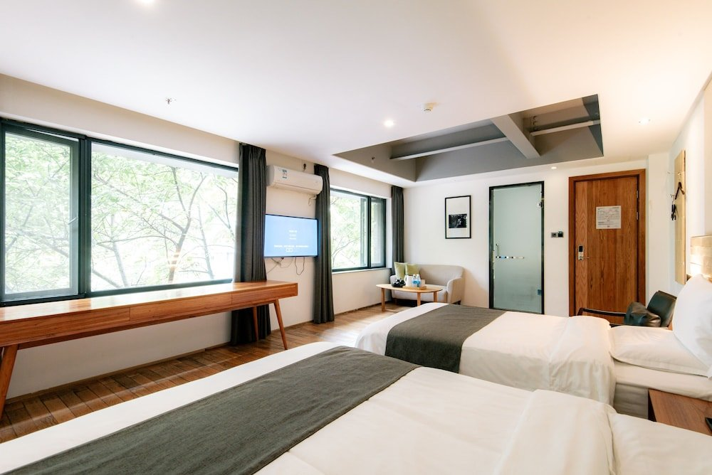 Travelling With Hotel Chengdu Wide And Narrow Alley Image 3