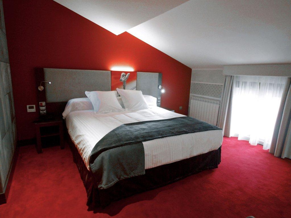 Costa Esmeralda Suites, Suances Image 8