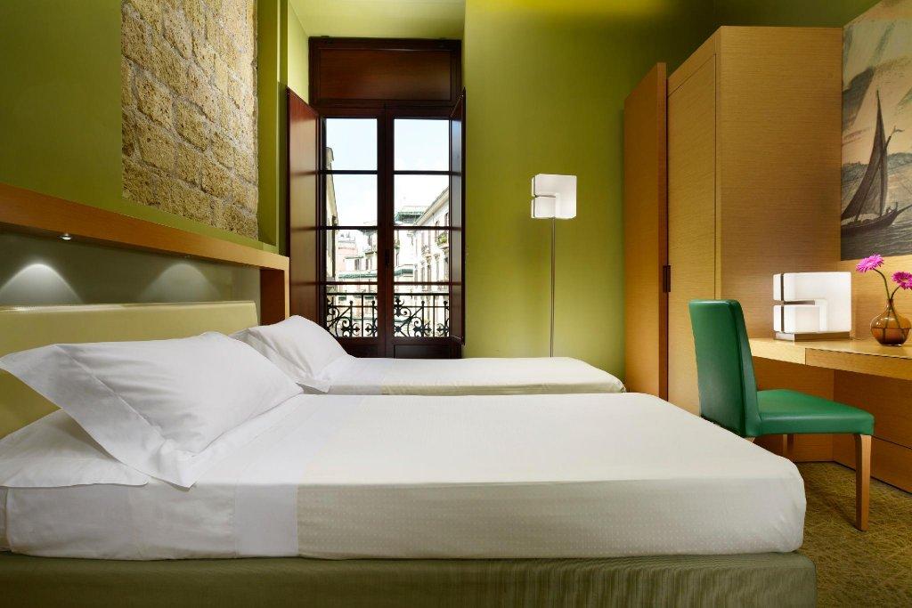 Unahotels Naples Image 7